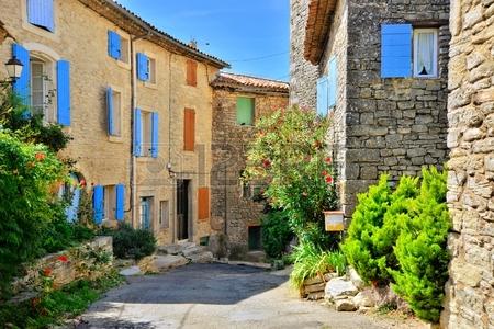 Photos jolies maisons aux volets colorés en Provence