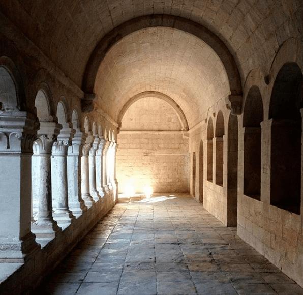 abbaye sénanque cloître gordes provence vaucluse